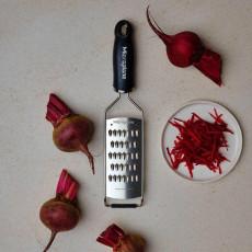 Microplane Gourmet Serie Profi feine Juliennereibe mit schwarzem Griff